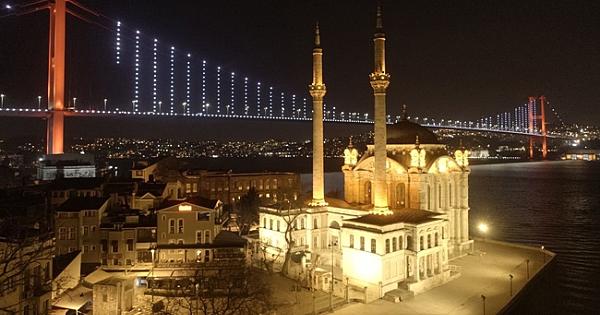 Karantinadaki İstanbul meydanlarından ve caddelerinden tarihi fotoğraflar!