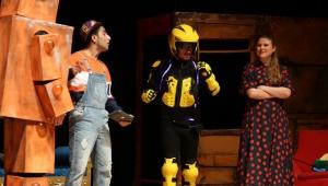 Çocuklar ve Yetişkinler İçin Tiyatro