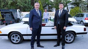 Bahçeli'nin hediye ettiği eski model otomobil Kayseri'ye geldi