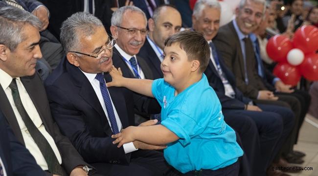 Başkan Büyükkılıç Özel Çocuklarla Birlikte