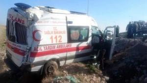 Kayseri'de ambulans devrildi; sürücü ile 2 sağlıkçı yaralandı