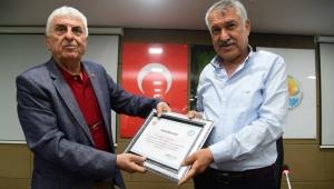 Muhtarlardan, Başkan Zeydan Karalar'a onur belgesi