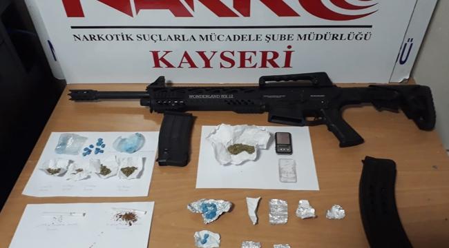 Uyuşturucu operasyonunda baba- oğul gözaltına alındı