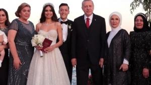 Mesut Özil ile Amine Gülşe'nin Şahitliğini Erdoğan Yaptı