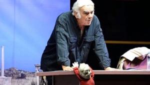 Ünlü oyuncu Enis Fosforoğlu hayatını kaybetti