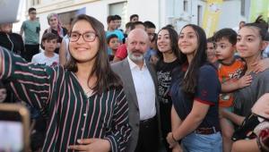 Başkan Çolakbayrakdar'a Çocuklardan Samimi Sevgi