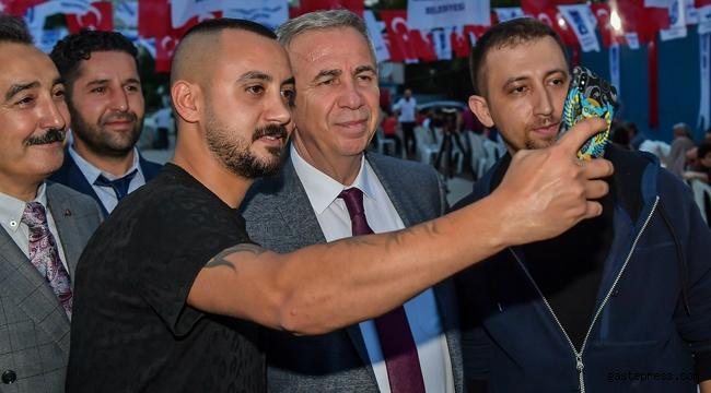 Başkan Mansur Yavaş, Maltepe Pazarı esnafına ziyarette bulundu.