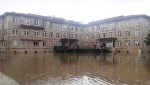 Büyük sel felaketi! 4 binden fazla kişi mahsur kaldı!