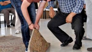 Kayseri'de eski halılar açık artırma ile satılıyor