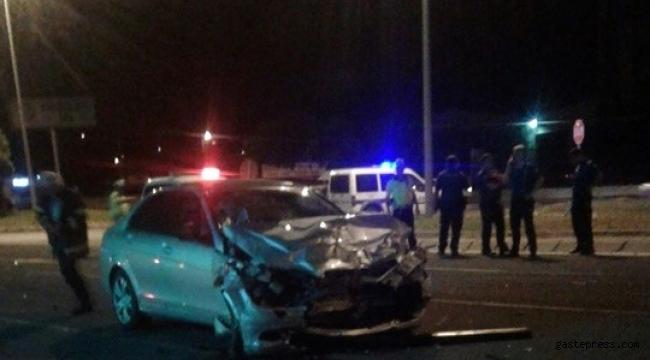 Kayseri'de iki otomobil çarpıştı: 2 ölü, 4 yaralı