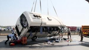 Manavgat'ta tur midibüsü devrildi: 16 yaralı