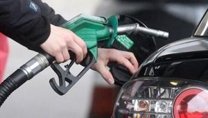 Araç sahiplerine büyük müjde! Benzin fiyatlarına indirim geldi!