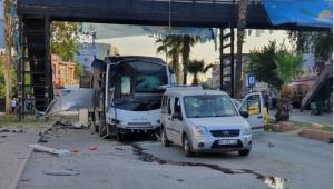 Adana'da polis servis aracına bombalı saldırı: 1'i polis, 5 yaralı