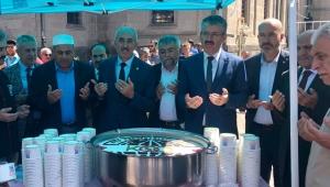 AK Parti İl Başkanı Şaban Çopuroğlu Aşure Dağıttı!