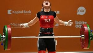 Şaziye Erdoğan, Tayland'da dünya şampiyonu oldu!