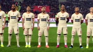 Galatasaray Futbol takımından 10 Kasım'a özel forma geldi!
