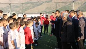 Teknik direktör Uygun, futbol akademisini ziyaret etti