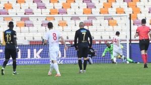 Sivasspor, Malatyaspor'u deplasmanda 3 golle geçerek liderliğini pekiştirdi!
