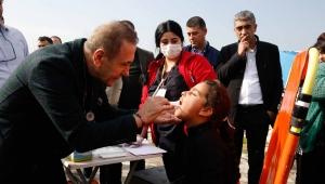 Adana Belediyesi Zor koşullarda yaşama mücadelesi veren tarım işçilerine destek verdi