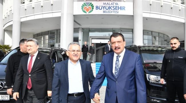 Malatya Büyükşehir Belediye Başkanı Gürkan Türk Milleti Çok Vefalı ve Yardımsever
