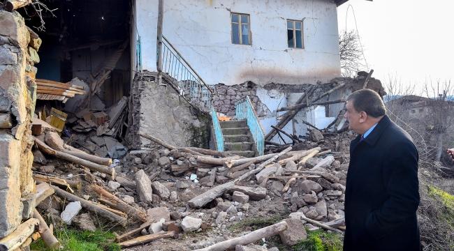 Malatya Valisi Baruş ve Başkan Gürkan depremde hasar gören yerleri gezdiler