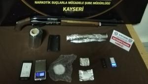 Narkotik polisinden uyuşturucu operasyonu: 2 gözaltı