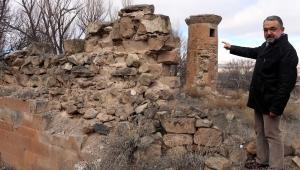 Tarihi camiden geriye minaresi kaldı