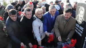 TBMM Eski Başkanvekili ve CHP Tunceli Eski Milletvekili Kamer Genç, mezarı başında anıldı!