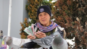 34 yıldır şans dağıtıp, kuşları besliyor