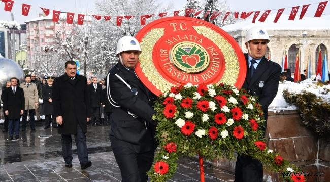 Atatürk'ün Malatya'ya Gelişi Nedeniyle Çelenk Sunma Töreni Yapıldı.