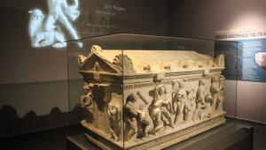 İnşaatın temel kazısında bulunan Herakles lahdi, müzede sergilenmeye başladı!