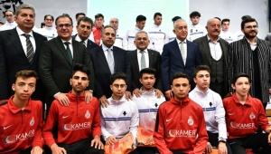 Kayseri'de amatör sporculara malzeme yardımı yapıldı!