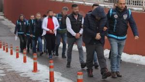 Kayseri'de yasa dışı bahis çetesinin üyeleri adliyede