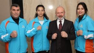 Kayseri Kocasinan Belediye Başkanı Çolakbayrakdar, Türkiye Şampiyonlarını Ödüllendirdi!