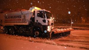 Kayseri'nin Talas İlçesinde Karla Mücadele Geceden Başladı