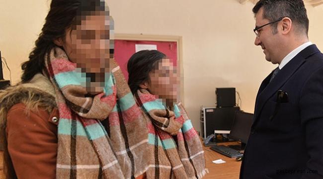 PKK'lı teröristler 2 genç kızı dağa kaçırmaya çalışırken yakalandı