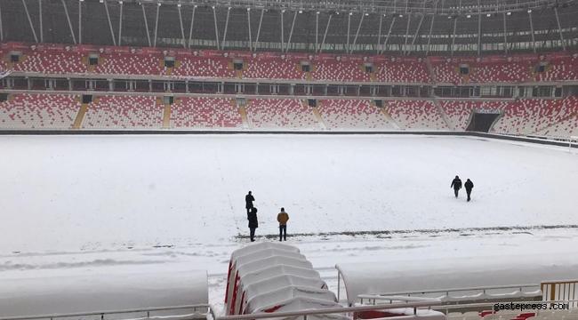 Sivasspor – Antalyaspor Kupa maçı öncesinde stat zemini karla kaplı!