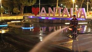 Antalya Büyükşehir'de yollar yıkanarak dezenfekte ediliyor!