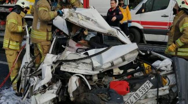 Bahçelievler D-100'de kaza: 1 kişi araç içinde sıkıştı