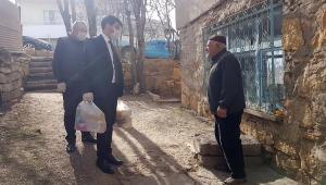 Sivas Belediye Başkan Yardımcısı Ahmet Duman, Yardımları Teslim Etti