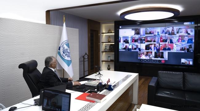16 ilçe belediye başkanı ile COVİD-19 salgınına karşı alınan tedbirleri görüştü.