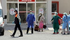 Kayseri'de Koronavirüsü yenen 32 umreci, alkışlarla uğurlandı!
