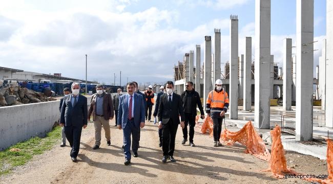 Malatya Büyükşehir Belediye Başkanı Selahattin Gürkan Kuru Kayısı Lisanslı Depoculuk ve Borsası Projesi inşaat çalışmalarını yerinde inceledi