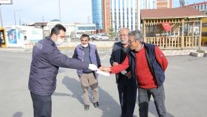 Sivas Belediyesi Zabıta Ekipleri Maske Dağıtımına Devam Ediyor