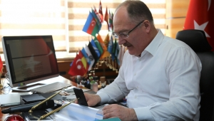Sivas Büyükşehir Belediye Başkanı Bilgin, Vatandaşların Kandilini Telefonla Arayarak Kutladı.