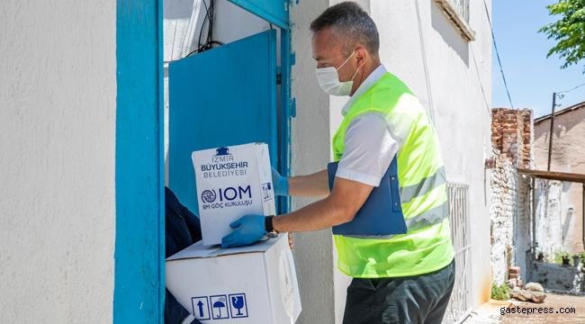 İzmir'deki mültecilere hijyen ve gıda paketi desteği verildi!