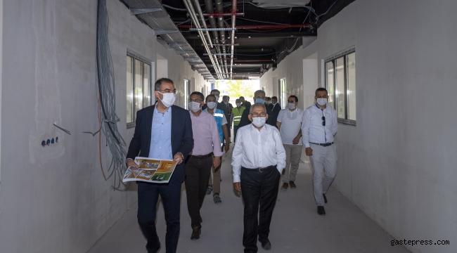 Kayseri Büyükşehir Belediye Başkan Büyükkılıç, Hayırsever Ali Rıza Özderici'nin yaptırdığı Besime Özderici Engelsiz Yaşam Merkezi'nde incelemelerde bulundu