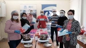 Kayseri'de Afgan mülteciler, maske ve sabun üretiyor
