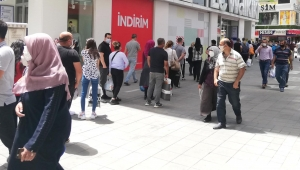 Kayseri'de sokağa çıkma kısıtlaması öncesi bayram yoğunluğu