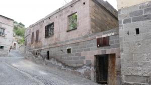 Kayseri'de tarihi evin çatısı çöktü: 2 yaralı